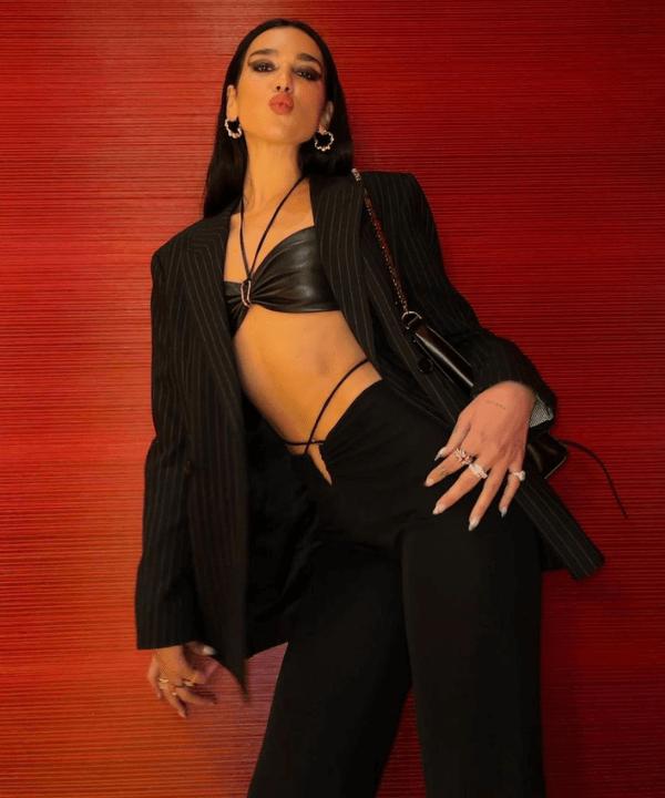 Dua Lipa - Look monocromático  - looks de celebridades - Verão - Steal the Look  - https://stealthelook.com.br