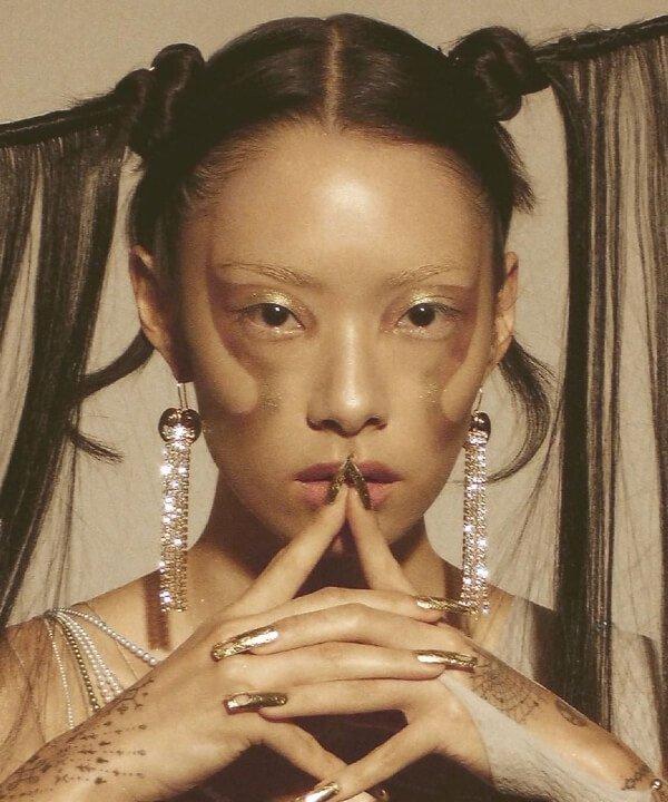 Rina Sawayama - 2021 - álbuns de artistas mulheres - música - álbuns - https://stealthelook.com.br