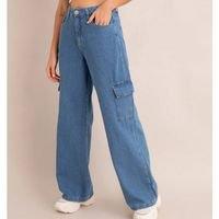 calça pantalona cargo jeans cintura super alta azul médio