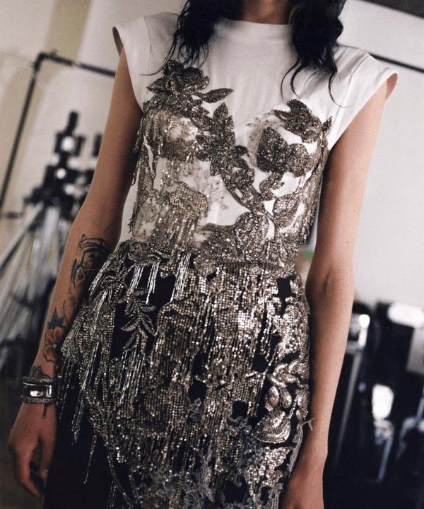 Vestido Alexander McQueen - Vestido - demi couture - Primavera - Steal the Look  - https://stealthelook.com.br