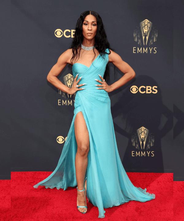 MJ Rodriguez - Tapete vermelho - Emmy Awards 2021 - Verão - Los Angeles - https://stealthelook.com.br
