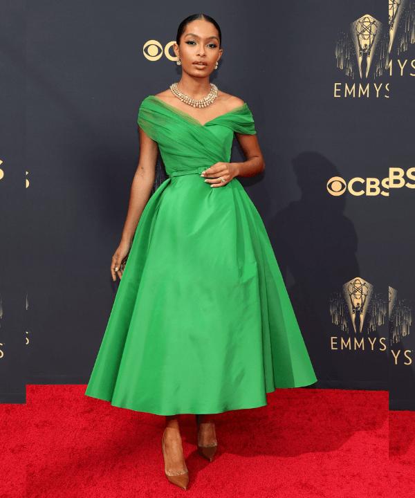 Yara Shahidi - Street Style - Emmy Awards 2021 - Verão - Steal the Look  - https://stealthelook.com.br