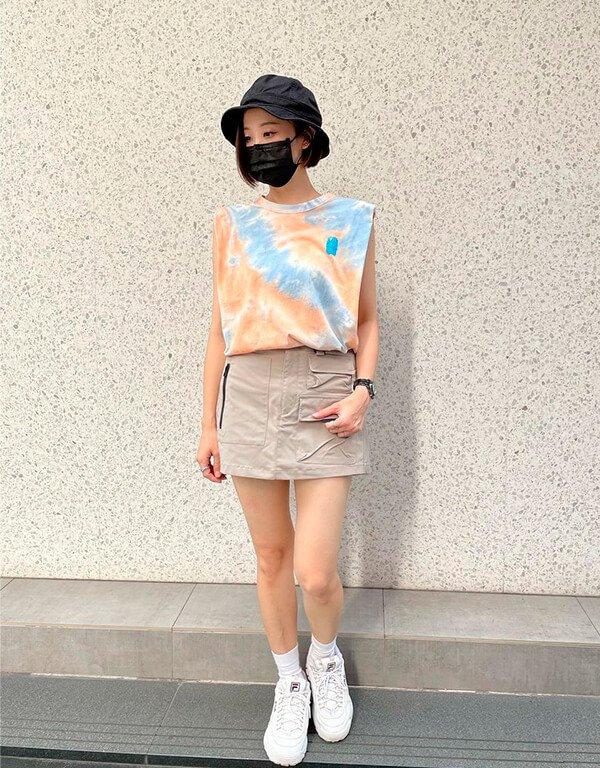 It girls - tendência de moda em 2022 - tendência de moda em 2022 - Inverno - Street Style - https://stealthelook.com.br