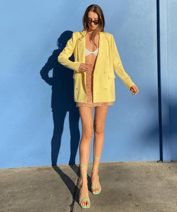 Amy Kaleski - Looks de verão - casacos coloridos - Primavera - Steal the Look  - https://stealthelook.com.br