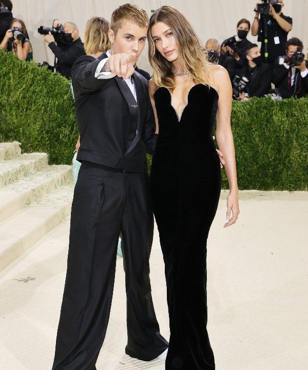Hailey e Justin Bieber - 2021 - MET Gala - Vogue - Metropolitan Museum of Art - https://stealthelook.com.br