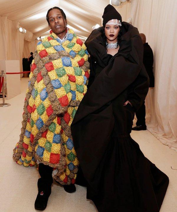 Rihanna e ASAP Rocky - 2021 - MET Gala - Vogue - Metropolitan Museum of Art - https://stealthelook.com.br