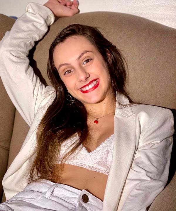 Isabella Savaget - all white - paralisia cerebral - primavera - brasil - https://stealthelook.com.br