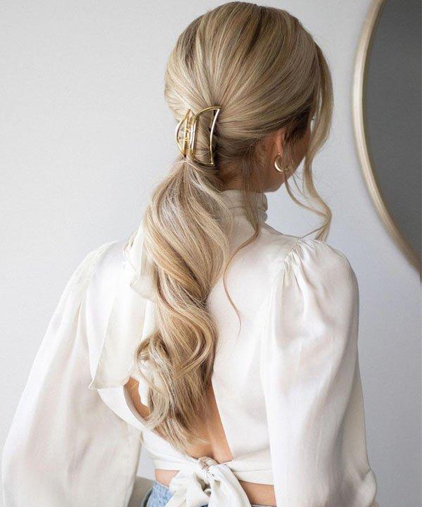 Claw clip  - rabo de cavalo com pregadeira  - rabo de cavalo  - penteado com ondas  - penteado preso com piranha  - https://stealthelook.com.br
