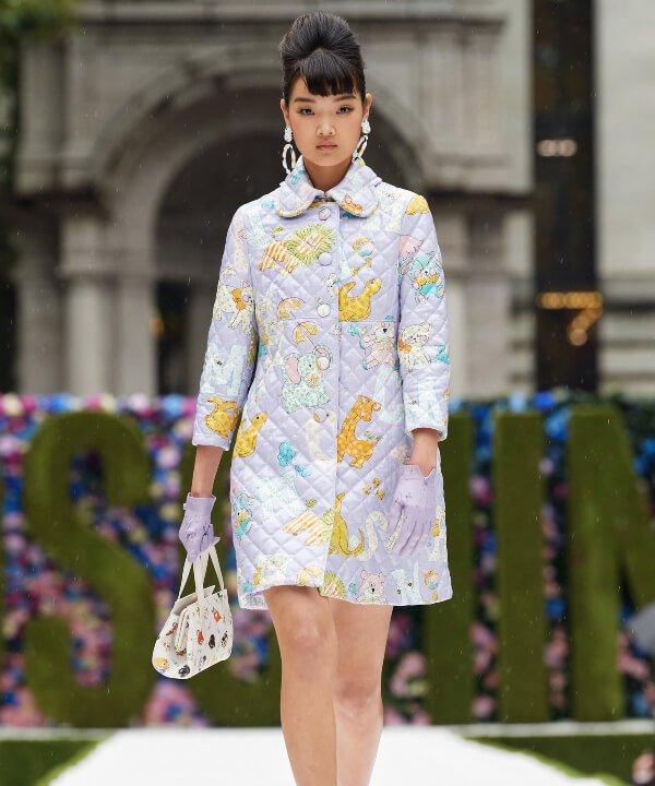 Moschino - 2022 - New York Fashion Week - Primavera - Verão - estampas  - https://stealthelook.com.br