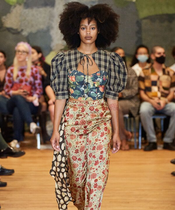 Puppets and Puppets - 2022 - New York Fashion Week - Primavera - Verão - estampas  - https://stealthelook.com.br