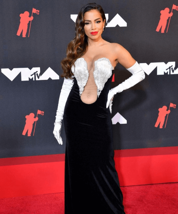 Anitta - Gala - Looks VMA - Verão - Steal the Look - https://stealthelook.com.br