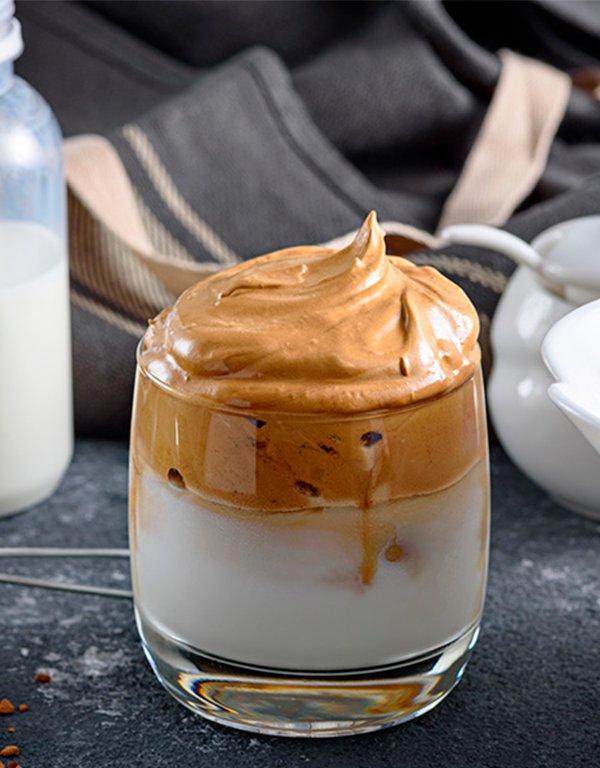 It girls - receitas de café gelado - receitas de café gelado - Primavera - Street Style - https://stealthelook.com.br