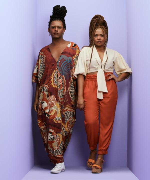Liniker e Gaby Amarantos - Street Style - looks das celebridades - Primavera - Magalu - https://stealthelook.com.br