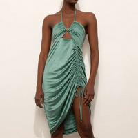 vestido curto acetinado frente única cut out com franzido mindset verde